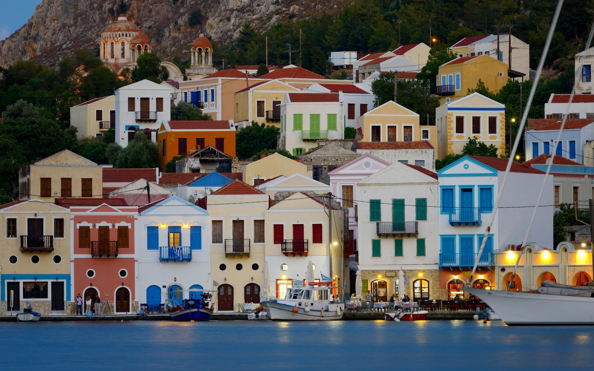 HOUSES WITH COLOURS