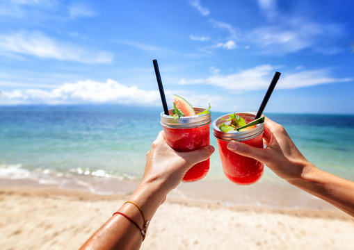 DRINKS AT THE SEA