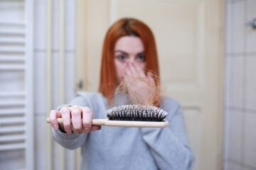 WOMAN LOOSE HER HAIRS