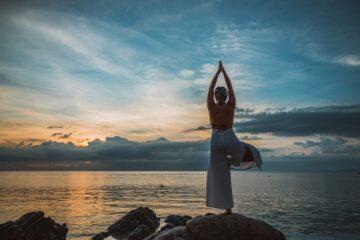 WOMAN PRAY AT THE SEA